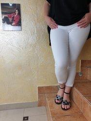 Białe spodnie 7/8 strecz wysoki stan, nogawka zakończona zamkiem
